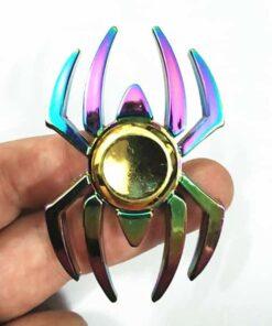 hand spinner araignée arc en ciel dans la main