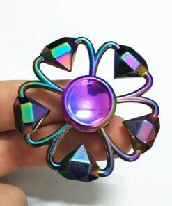hand spinner diamant arc en ciel dans la main