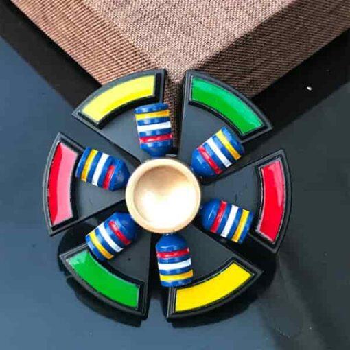 hand spinner multicolore vu de face