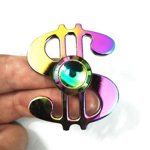hand spinner dollar arc en ciel dans la main