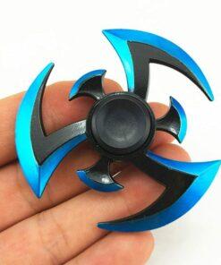hand spinner shuriken sharingan dans la main